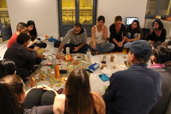 Χράνι γιόγκα - Το κοινό γεύμα με  θεατές