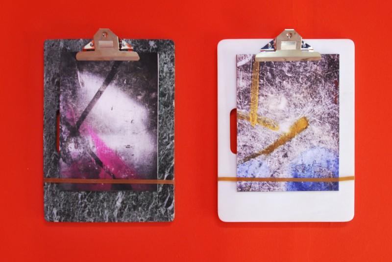 Αντώνης Πίττας, clip (scars)  2014-2015 μάρμαρο, τυπώματα [2x] 30 x 40 x 1.5 εκ. Με την ευγενική παραχώρηση της Annet Gelink Gallery, Άμστερνταμ