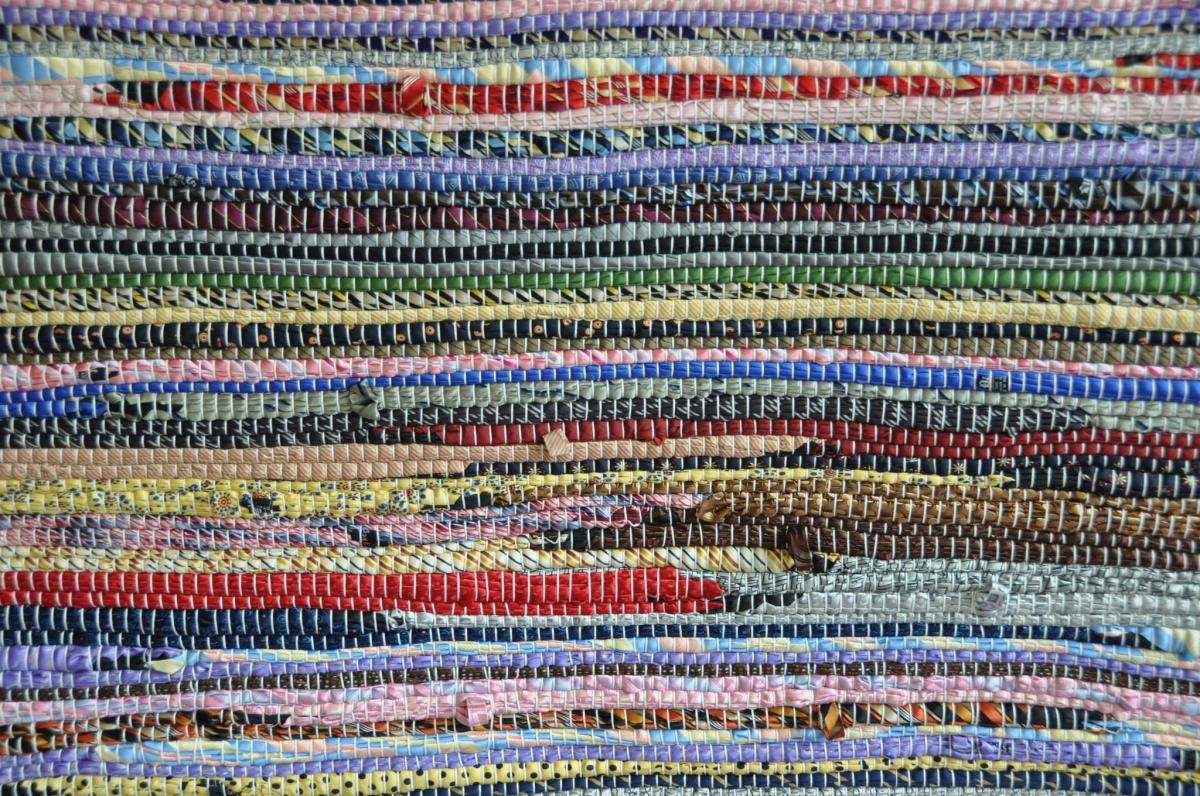 Kalavryta 2012, 2013, 2000 silk ties, 25.4 m x 1.5 m, photo credits: personal archive